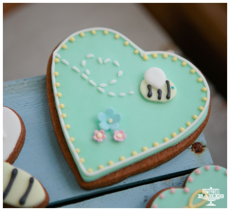 bee biscuit gifts