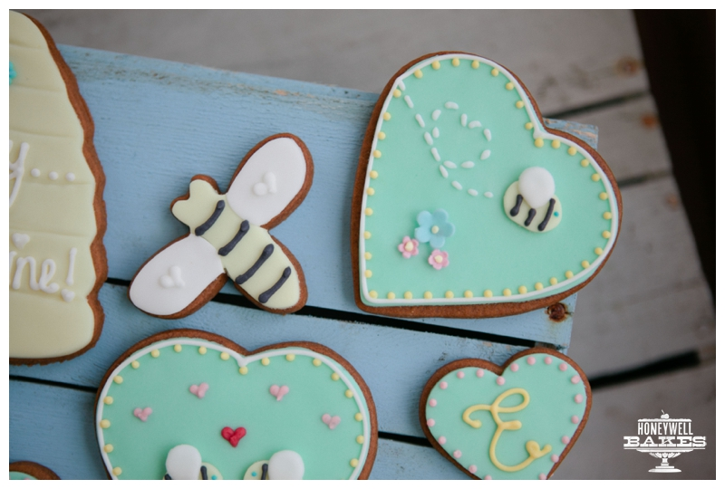 bee biscuit gift